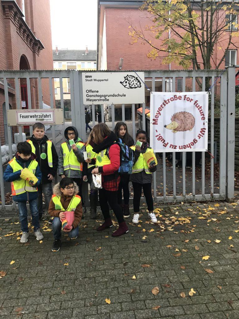 Zu Fuß zur Schule - Grundschule Meyerstraße